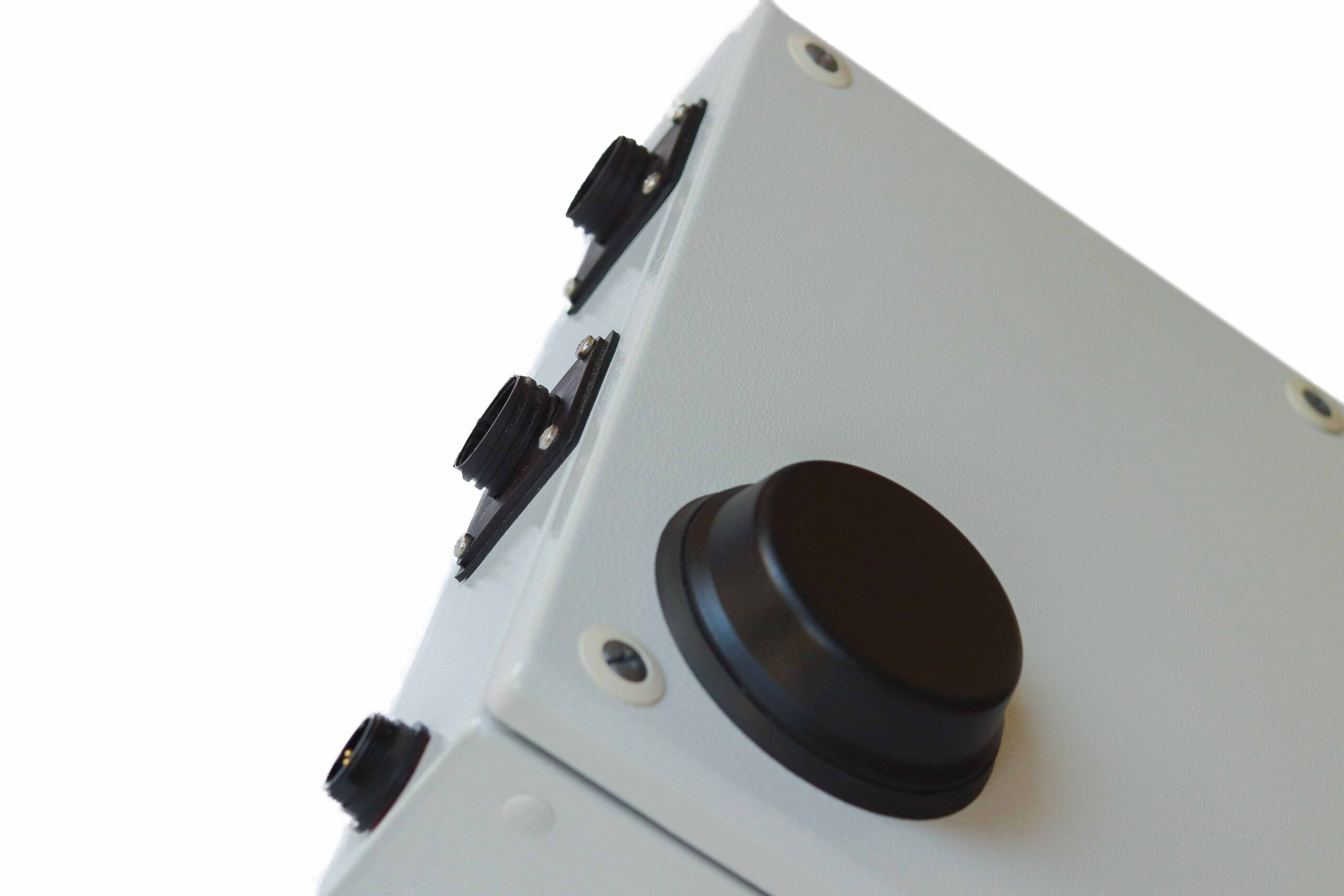 Industrial computer casing designed to minimise ingress of dust and environmental factors