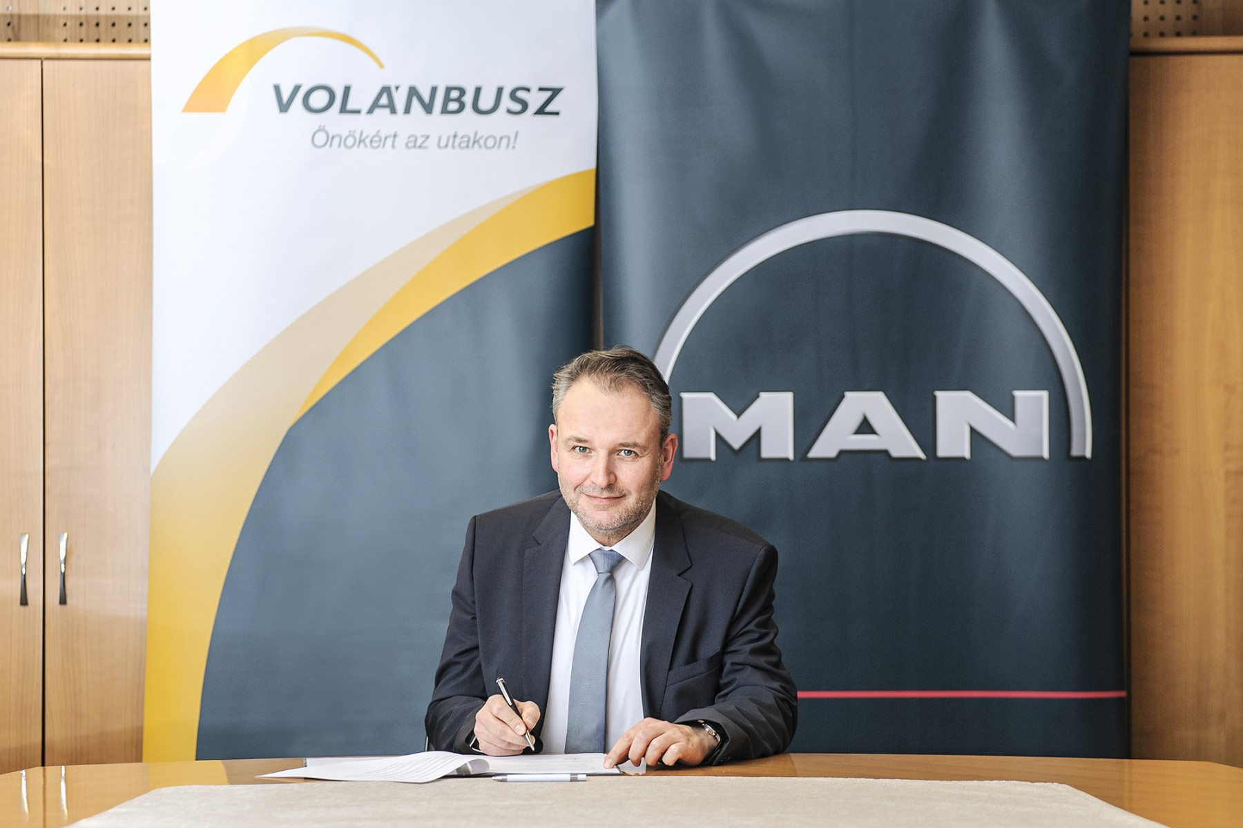Volánbusz Man City bus Hungary
