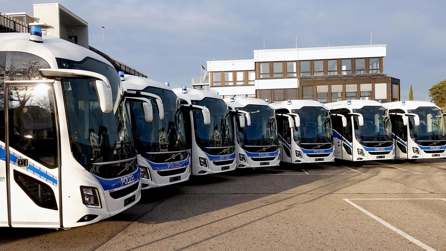 volvo coaches German police