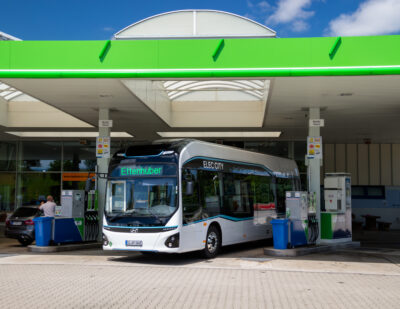 Hyundai's Elec City Fuel Cell Bus Begins Trial Service in Munich
